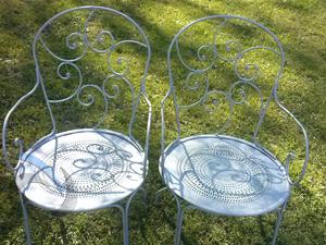 chaises de salon de jardin apres décapage