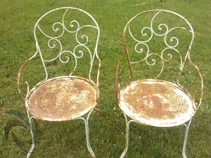 chaises de salon de jardin avant décapage